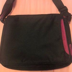 Belkin small laptop or tablet bag